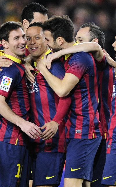 http://img02.mundodeportivo.com/2014/02/15/FC-Barcelona-s-Adriano-from-Br_54401211311_54115221157_400_640.jpg