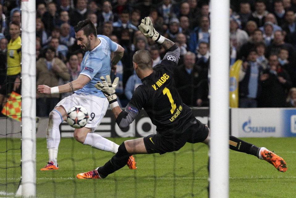 http://img02.mundodeportivo.com/2014/02/18/Manchester-City-s-Alvaro-Negre_54401435372_54115221152_960_640.jpg