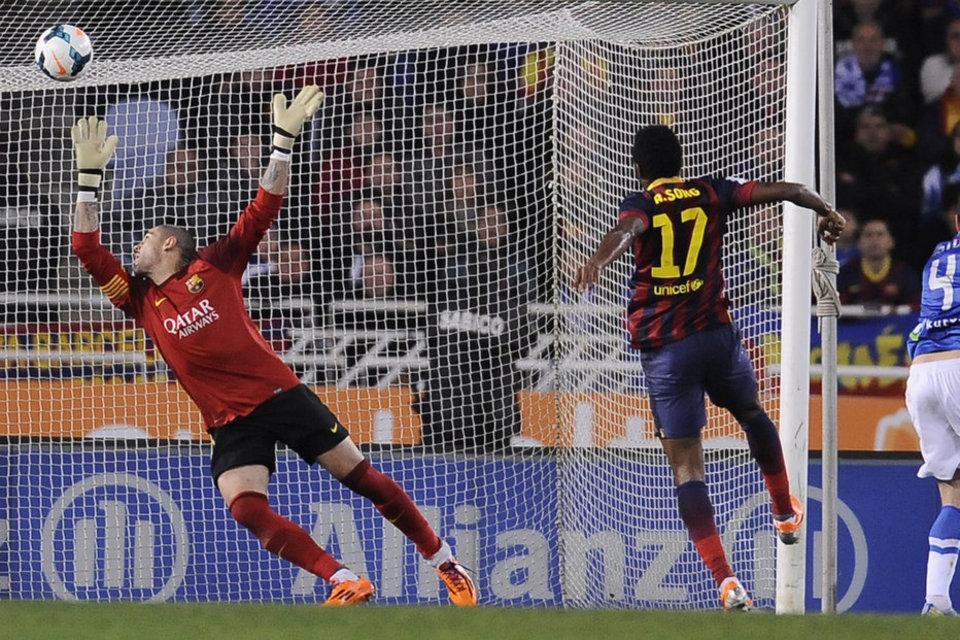 http://img02.mundodeportivo.com/2014/02/22/FC-Barcelona-s-goalkeeper-Vict_54401619220_54115221152_960_640.jpg
