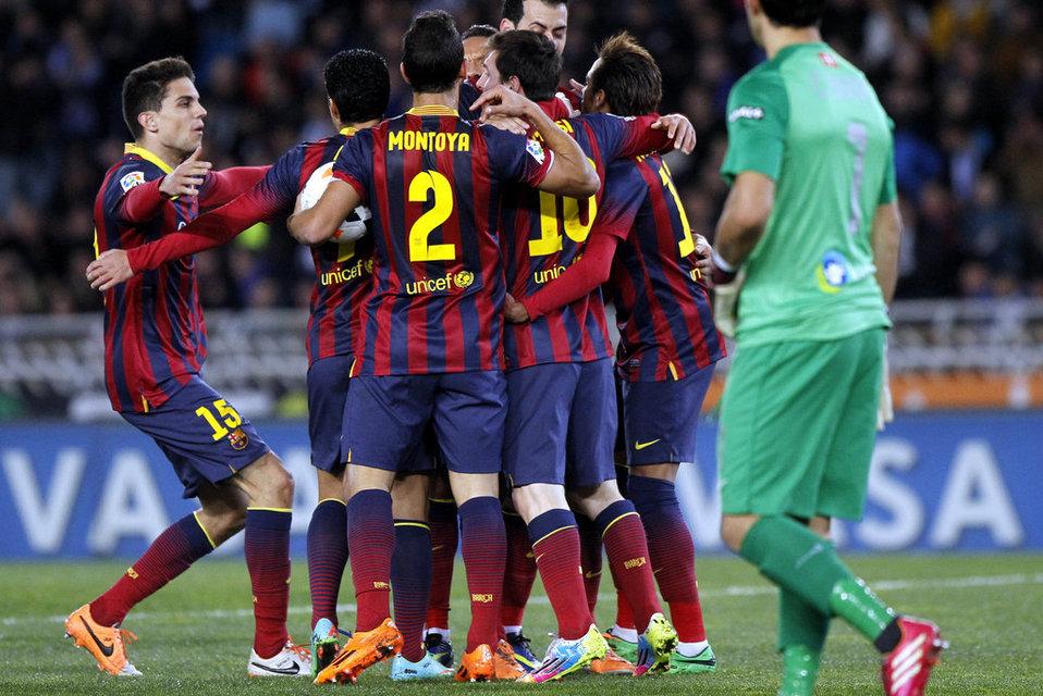 http://img02.mundodeportivo.com/2014/02/22/Real-Sociedad-FCBarcelona-Foto_54401619761_54115221152_960_640.jpg