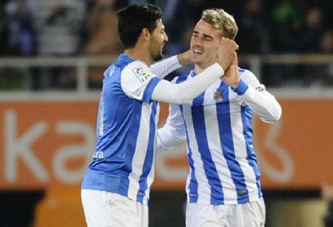 Calos Vela y Griezmann pusieron en aprietos a la zaga azulgrana en Anoeta. El francés fue el mejor de su equipo, con un gol y una asistencia.