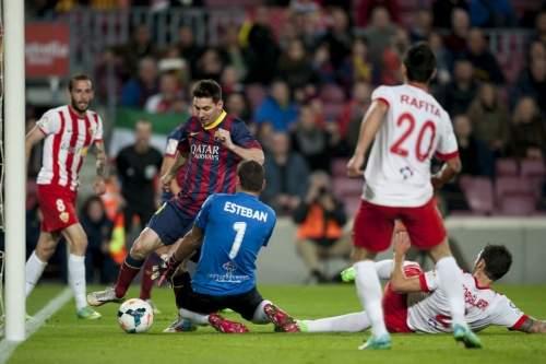 http://img02.mundodeportivo.com/2014/03/02/Partido-de-Liga-FCB-Almeria-Fo_54401935594_54115221152_960_640.jpg