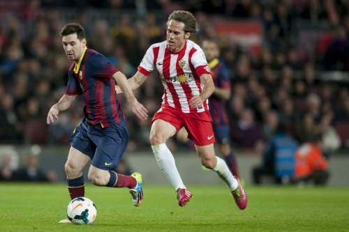 http://img02.mundodeportivo.com/2014/03/02/Partido-de-Liga-FCB-Almeria-Fo_54401934914_54115221152_960_640.jpg
