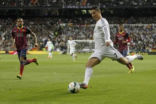 http://img02.mundodeportivo.com/2014/03/23/Real-Madrid-s-Cristiano-Ronald_54404362707_54115221152_960_640.jpg