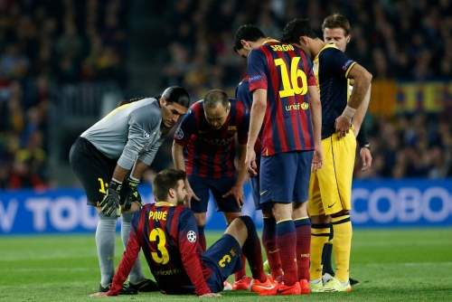 http://img02.mundodeportivo.com/2014/04/01/Players-check-on-Barcelona-s-G_54404630619_54115221152_960_640.jpg