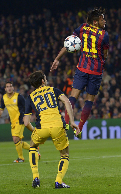 http://img02.mundodeportivo.com/2014/04/01/Barcelona-s-Neymar-right-jumps_54404630326_54115221157_400_640.jpg