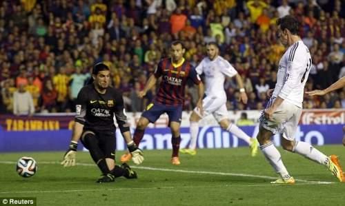 Штюрмера: Бэйл шапки сенсационное ведении долбежные мяч через ноги Барса вратаря Жозе Мануэль Пинто