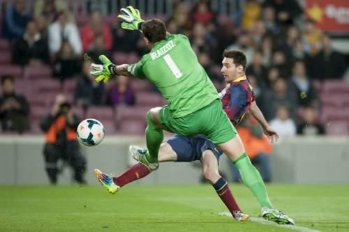 http://img02.mundodeportivo.com/2014/04/20/Partido-de-liga-BBVA-FC-Barcel_54405161318_54115221152_960_640.jpg