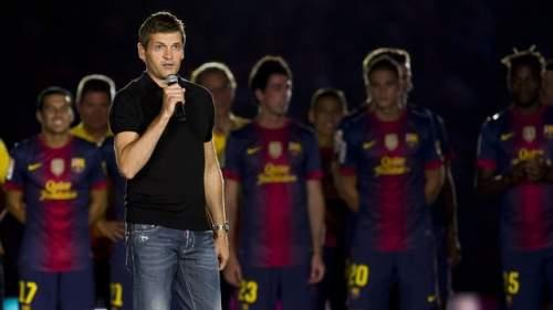 Tito Vilanova, dirigiéndose a la afición / FOTO: ARCHIVO FCB