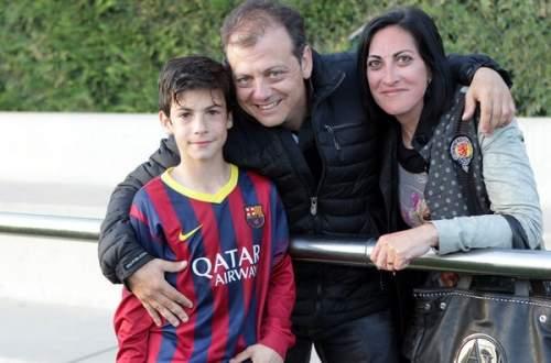 Тони с родителями