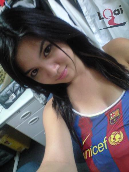 http://dc600.4shared.com/img/1oDPKOiX/s3/Barca_girl__35_.jpg