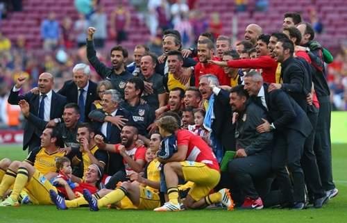 Барселона проиграла последний матч сезона и уступила чемпионство оппоненту - Атлетико Мадрид