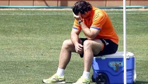 Хуан Антонио Пицци вдумчивый во время тренировки Валенсия / Хосе Антонио Санс (Marca)