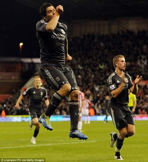 Герметичный поцелуем: Суарес забил оба гола, как Ливерпуль бить Сток в Кубке Capital One
