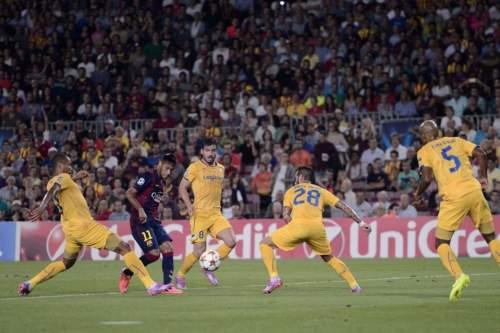 http://img02.mundodeportivo.com/2014/09/17/Barcelona-s-Neymar-2nd-left-ta_54415140365_54115221152_960_640.jpg