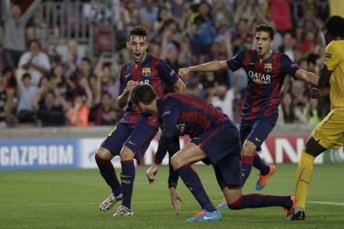 http://img02.mundodeportivo.com/2014/09/17/Barcelona-s-Gerard-Pique-cente_54415142293_54115221152_960_640.jpg