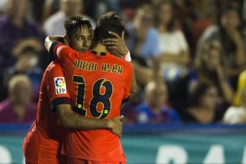 http://img02.mundodeportivo.com/2014/09/21/Partido-Levante-FCB-Jornada-4-_54416199757_54115221152_960_640.jpg