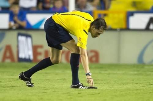 http://img02.mundodeportivo.com/2014/09/21/Partido-Levante-FCB-Jornada-4-_54416199772_54115221152_960_640.jpg
