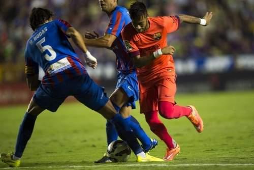 http://img02.mundodeportivo.com/2014/09/21/Partido-Levante-FCB-Jornada-4-_54415280556_54115221152_960_640.jpg