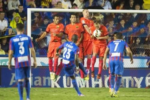 http://img02.mundodeportivo.com/2014/09/21/Partido-Levante-FCB-Jornada-4-_54415281582_54115221152_960_640.jpg