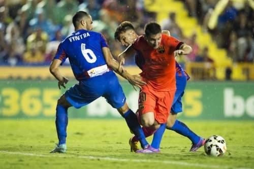 http://img02.mundodeportivo.com/2014/09/21/Partido-Levante-FCB-Jornada-4-_54415280526_54115221152_960_640.jpg