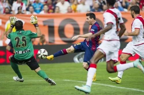 http://img02.mundodeportivo.com/2014/10/04/Lliga-Rayo-Vallecano-FC-Barcel_54416744052_54115221152_960_640.jpg