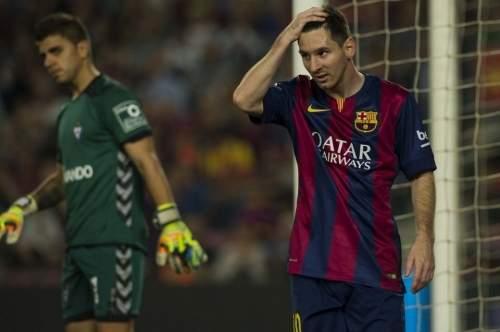 http://img02.mundodeportivo.com/2014/10/18/Messi-se-lamenta-tras-una-ocas_54417269509_54115221152_960_640.jpg