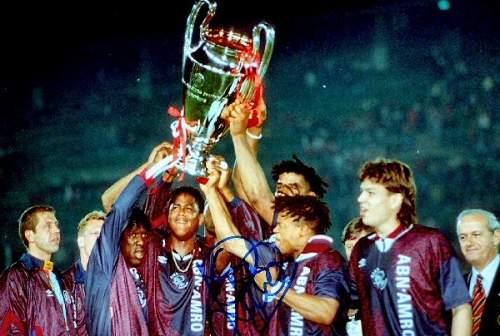 Родион Жук продолжает сериал об игроках, которых нельзя забывать, посвящая текст супер-форварду «Барселоны» и сборной Голландии.