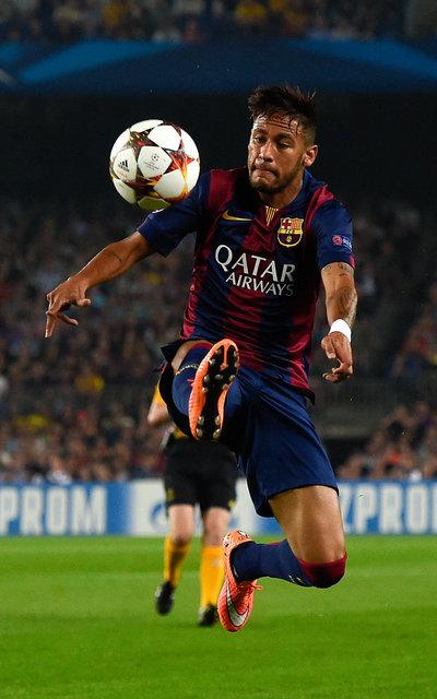 http://img02.mundodeportivo.com/2014/10/21/BARCELONA-SPAIN-OCTOBER-21-Ney_54418145390_54115221157_400_640.jpg