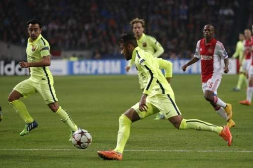 http://img02.mundodeportivo.com/2014/11/05/Barcelona-s-Neymar-vies-for-th_54418605994_54115221152_960_640.jpg