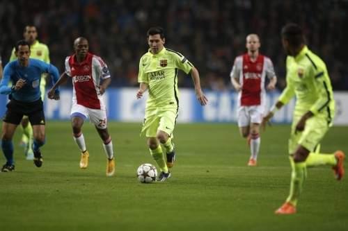 http://img02.mundodeportivo.com/2014/11/05/Barcelona-s-Lionel-Messi-vies-_54418974034_54115221152_960_640.jpg
