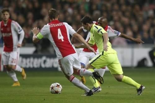 http://img02.mundodeportivo.com/2014/11/05/Lionel-Messi-intenta-irse-de-v_54418973967_54115221152_960_640.jpg