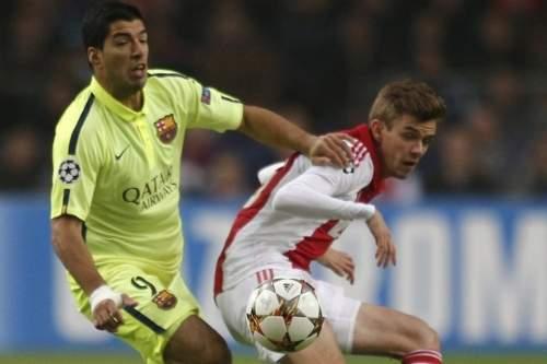 http://img02.mundodeportivo.com/2014/11/05/Luis-Suarez-lucha-con-Nick-Vie_54418973938_54115221152_960_640.jpg