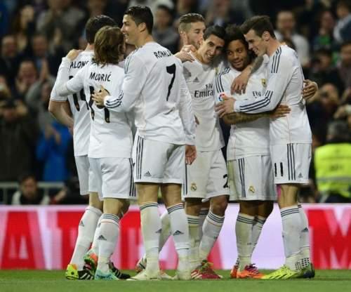Лучшие кадры из игры Реал-Леванте играл на Бернабеу, в течение которого Криштиану Роналду в очередной раз сделали свой спуск с небес.