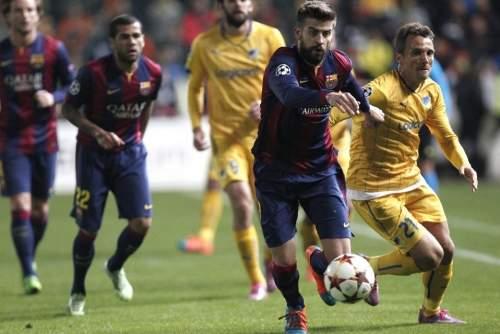 http://img02.mundodeportivo.com/2014/11/25/Barcelona-s-Gerard-Pique-fight_54420237618_54115221152_960_640.jpg