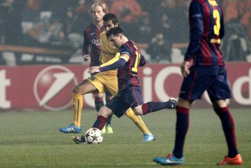 http://img02.mundodeportivo.com/2014/11/25/Barcelona-s-Lionel-Messi-fight_54420726515_54115221152_960_640.jpg