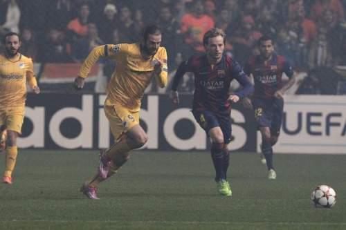 http://img02.mundodeportivo.com/2014/11/25/Barcelona-s-Ivan-Rakitic-fight_54420237354_54115221152_960_640.jpg