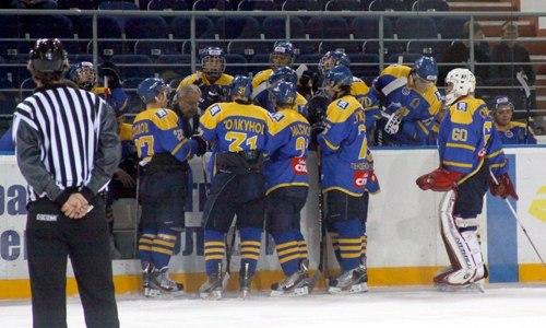 В хоккей играют сильные ребята…
