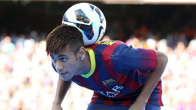 Футболки с принтами Месси, Неймара и других игроков Барселоны