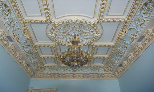 Реставрация лепнины на потолке